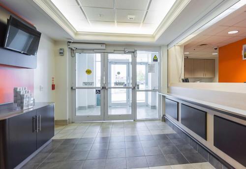 Hurantario Brock Whitby Motel Toronto Escort 401 Consumers Dr Office