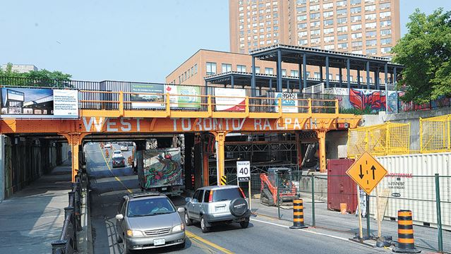 Of Toronto City Downtown Escort Bloor Dundas West