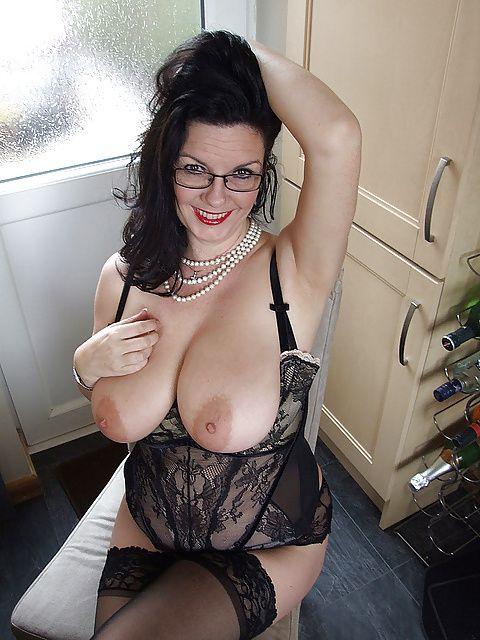 Alternative 40 To 48 Brunette Woman Seeking Man