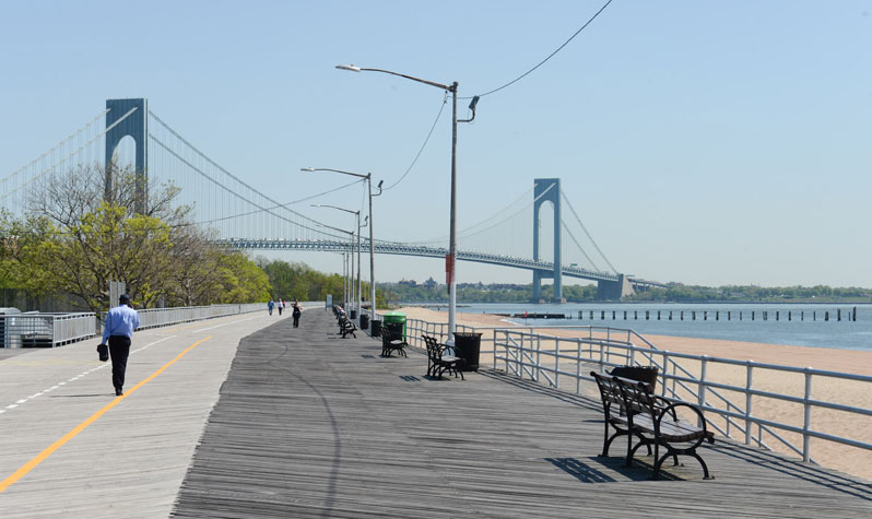 Unwrap Couple Staten For A Island Looking Third Married