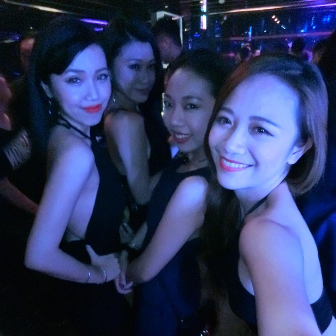 Girls In Night Club In Tainan Taiwan